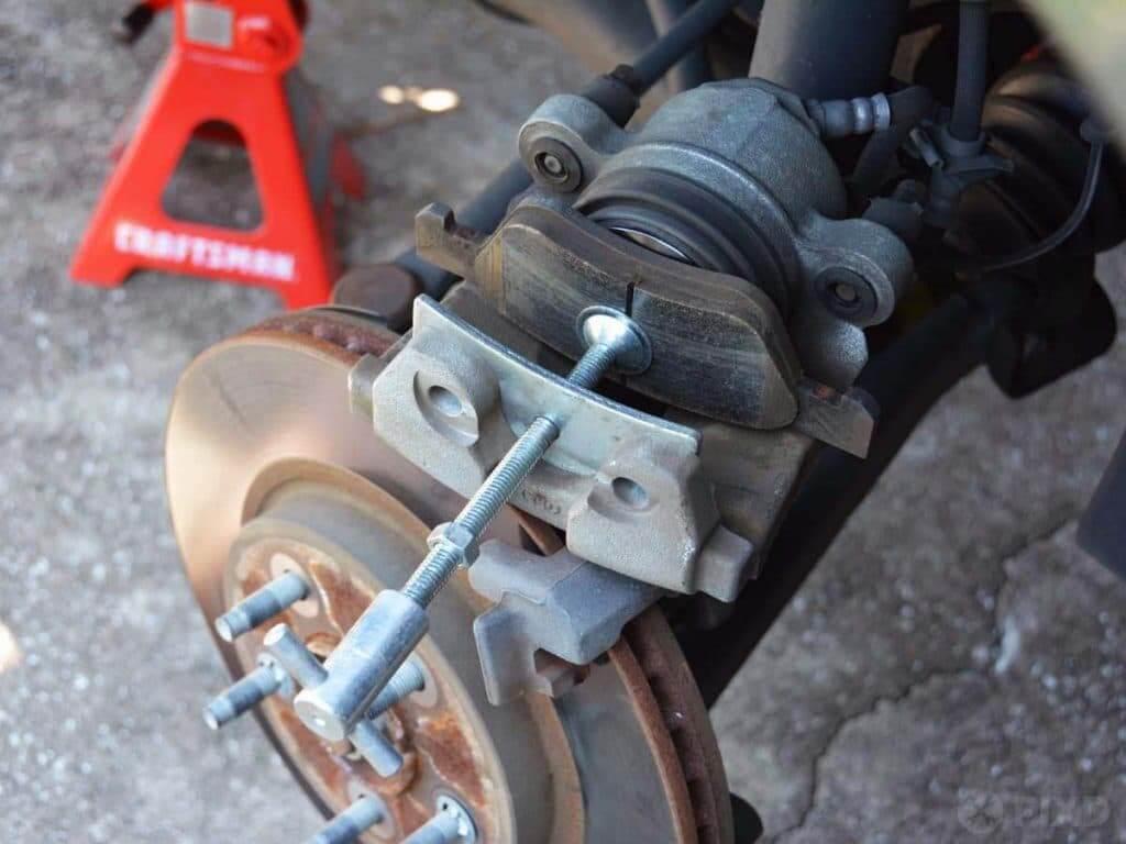 compressing brake caliper piston